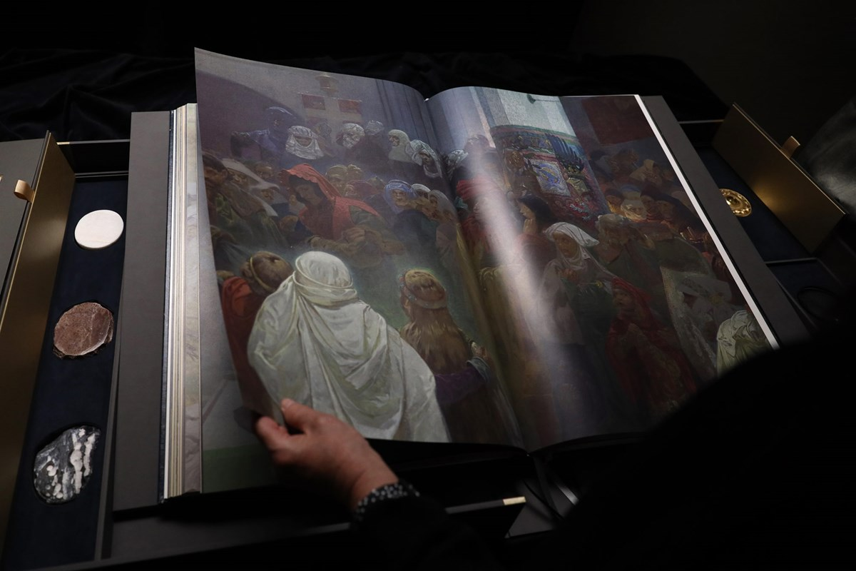 Kniha epopej s artefakty